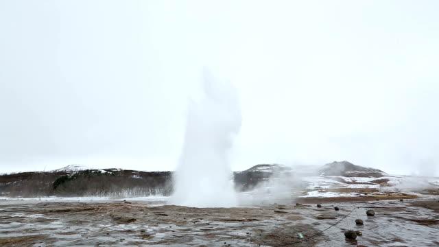 HD:  Éruption de Geyser Strokkur en Islande