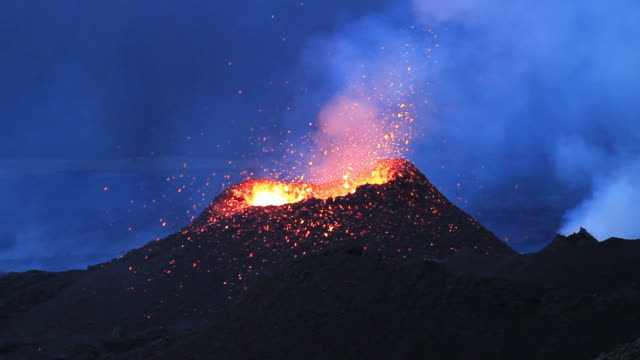 eruzione del vulcano - lava video stock e b–roll