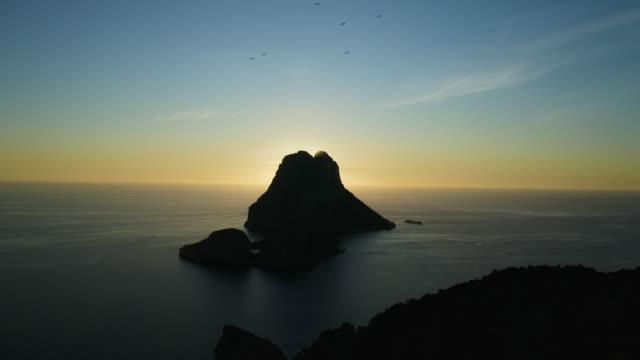 エス・ヴェドロの夕日 - イビサ島。4k - バレアレス点の映像素材/bロール