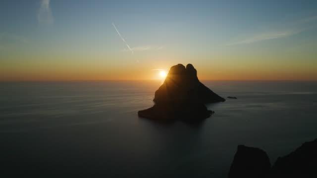 エス・ヴェドロの夕日 - イビサ島。4k - イビサ島点の映像素材/bロール