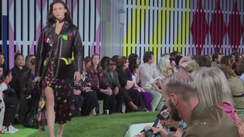 escada celebrates its 40th anniversary by making its new york fashion week debut with soft power dressing for working women an upbeat and colorful... - sfilata di moda video stock e b–roll