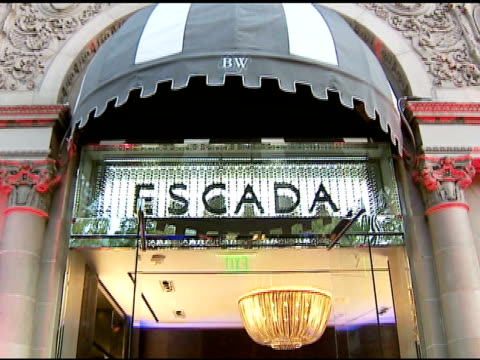 vídeos y material grabado en eventos de stock de escada store exterior at the the grand opening of the beverly hills flagship boutique celebrated by escada hilary swank and vogue at escada in... - escada