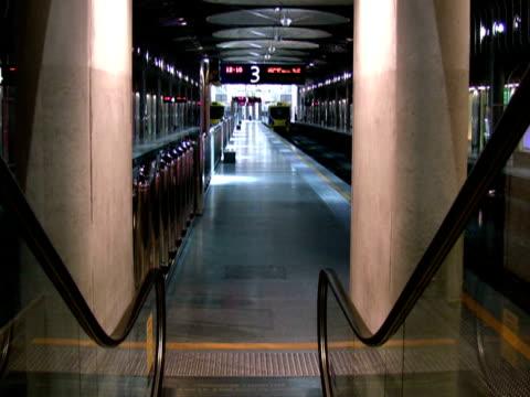 Rolltreppe zur U-Bahn-Haltestelle