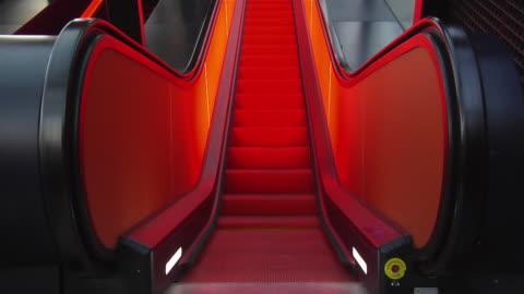 vidéos et rushes de ms, escalator in red light, zollverein coal mine, essen, germany - ruhr