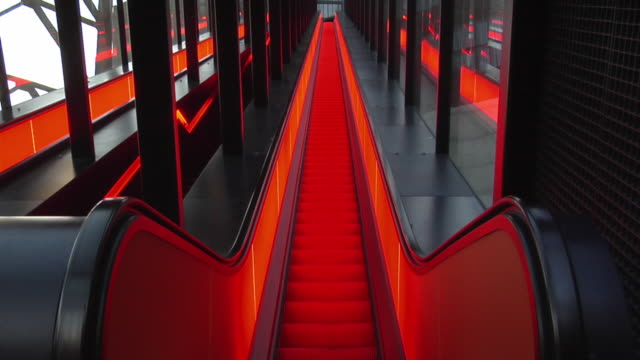 ms, ha, escalator in red light, zollverein coal mine, essen, germany - ルール渓谷点の映像素材/bロール