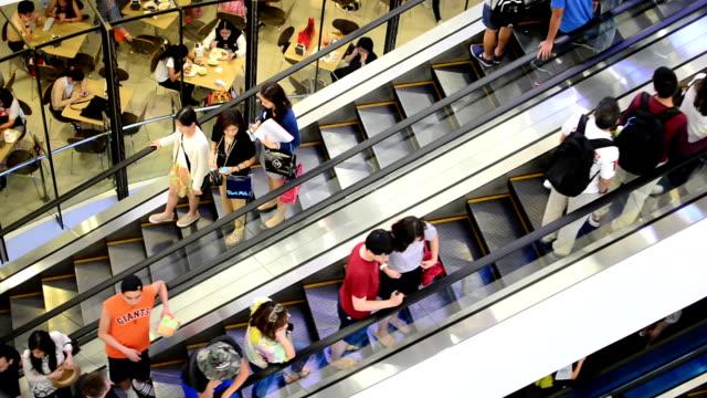 でショッピングモールエスカレーター - エスカレーター点の映像素材/bロール