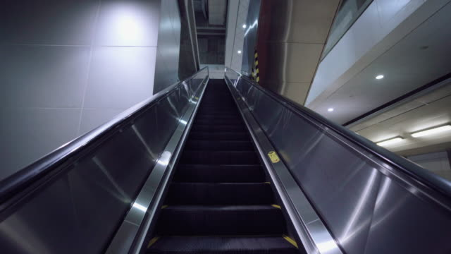 escalator in train station empty - subway station stock videos & royalty-free footage