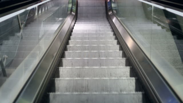 escalator moves down + audio - leben in der stadt stock videos & royalty-free footage