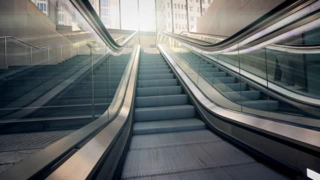 escalator, subwaystation - escalator stock videos & royalty-free footage