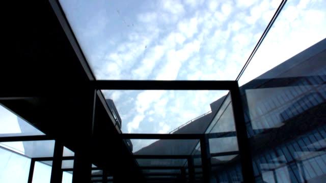 エスカレーター上のスタイルにスカイ - ルール渓谷点の映像素材/bロール