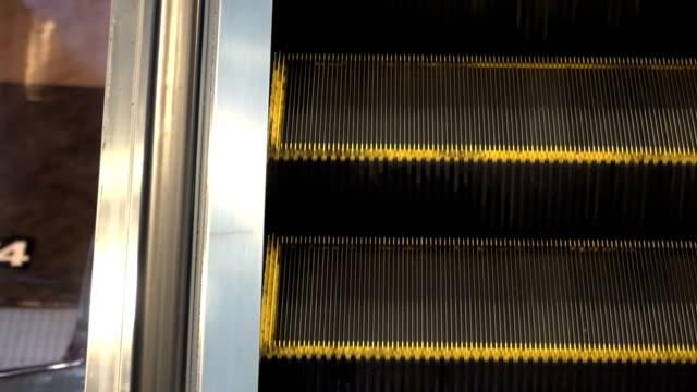 vídeos y material grabado en eventos de stock de escalera mecánica - ubicaciones geográficas