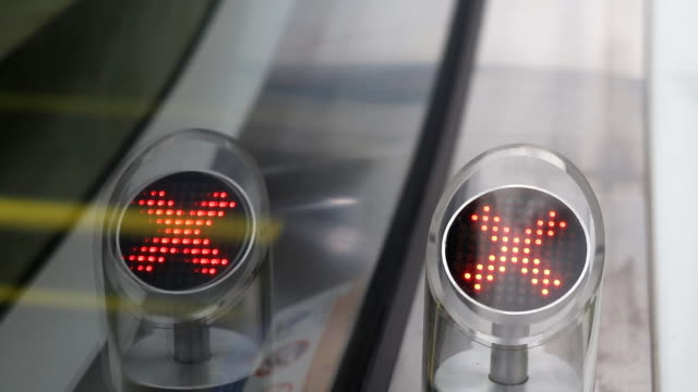 escalator with a blinking arrow sign witch shows the right way - blinking arrow stock videos & royalty-free footage