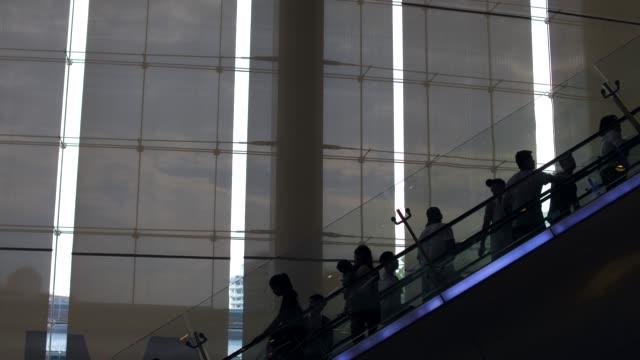 Rolltreppen in der silhouette