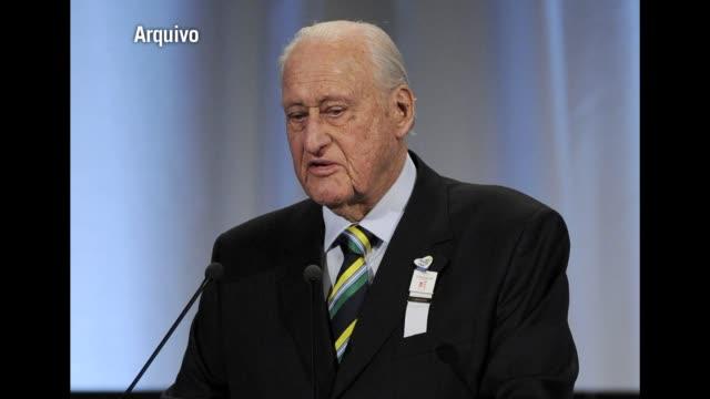 escandalo de corrupcion de maximos dirigentes de la fifa. voiced: corrupcion en la fifa on july 12, 2012 in rio de janeiro, brazil - fifa stock videos & royalty-free footage