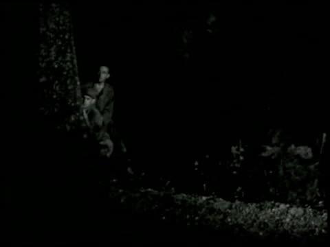 escape (reels 4 and 5) - 11 of 18 - gefängnisausbruch stock-videos und b-roll-filmmaterial