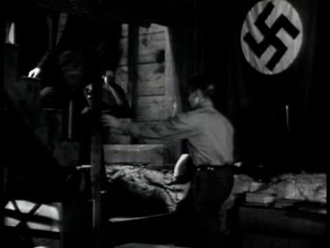 vidéos et rushes de escaped german prisoners shaking hands in cellar nazi saluting one leaving ext ms fbi agents sitting in car watching prisoner leaving 'baumeyer's'... - 1942
