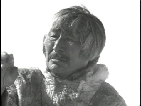 cu eskimo man looking at something off-camera - inuit bildbanksvideor och videomaterial från bakom kulisserna