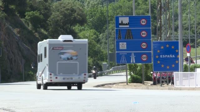 españa reabrió el domingo sus fronteras a los europeos, poniendo fin al estado de alarma y a un confinamiento de casi 100 días para frenar la... - transporte stock videos & royalty-free footage
