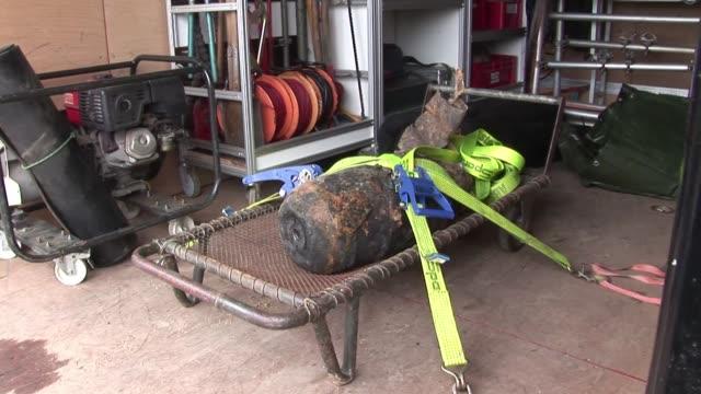Especialistas alemanes desactivaron este miercoles una bomba de 100 kilos de la Segunda Guerra Mundial VOICED Desactivan bomba de la II Guerra on...