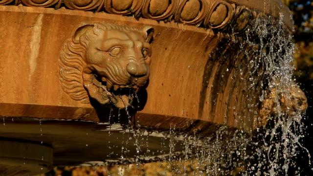 esplanade charles de gaulle, the fountain pradier, nîmes, gard, france - springbrunnen stock-videos und b-roll-filmmaterial