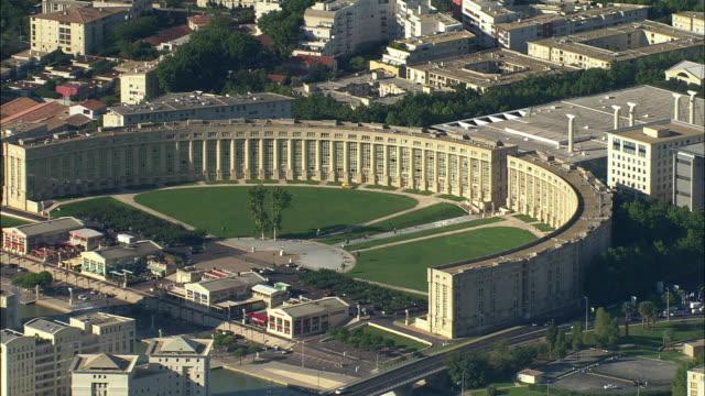 aerial, esplanade de l'europe, montpellier, languedoc-roussillon, france - モンペリエ点の映像素材/bロール