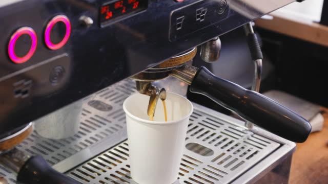 espresso maskin - engångsmugg bildbanksvideor och videomaterial från bakom kulisserna