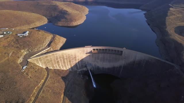 vidéos et rushes de essentielles au maintien de la vie - barrage