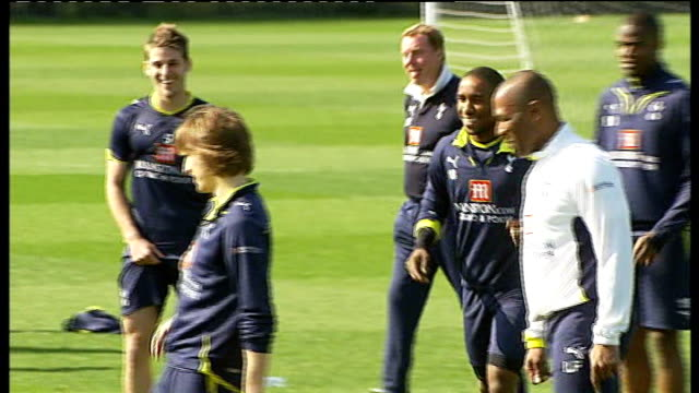chigwell: ext tottenham hotspur players training ahead of fa cup semi-final v portsmouth - 準決勝点の映像素材/bロール