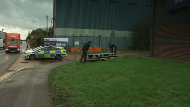 further arrests made as information suggests victims may have been vietnamese england essex grays waterglade industrial park ext police officers... - dismantling stock videos & royalty-free footage