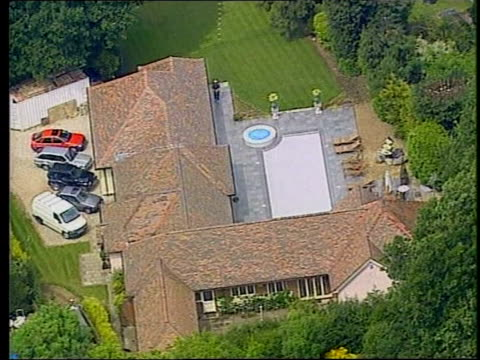 essex: roydon: ext air view house of tv presenter michael barrymore cf = d0619058 or d0619057 00.38.29 to 00.38.45 mute/fx pab = d0619056 order ref:... - michael barrymore stock-videos und b-roll-filmmaterial
