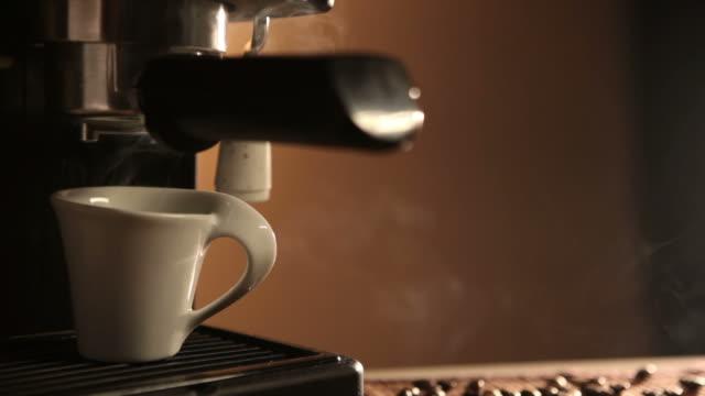 Esspresso machine à café et haricots roated