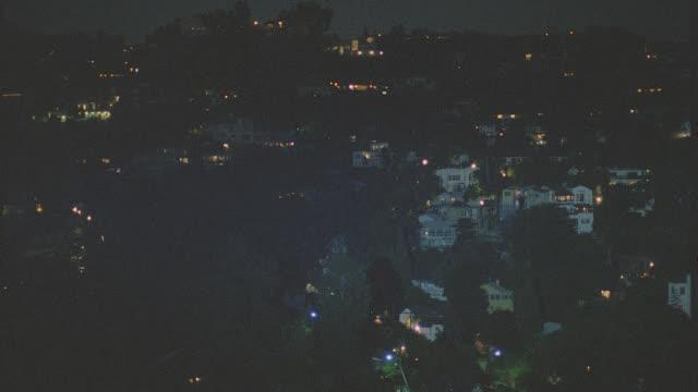 vídeos de stock, filmes e b-roll de est. hollywood hills neighborhood - night - hollywood califórnia