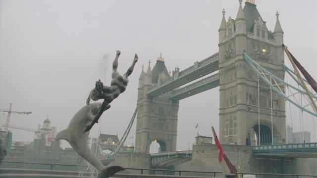 est. london bridge - establishing shot stock videos & royalty-free footage