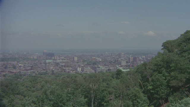 est. montreal, canada skyline, zoom in to bridge - montréal stock videos & royalty-free footage