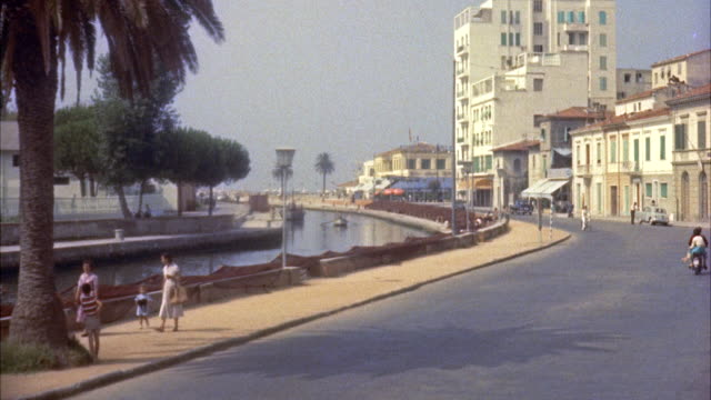 MS Establish main street of viareggio and Burlamacca Canal running along side street / Tuscany, Italy