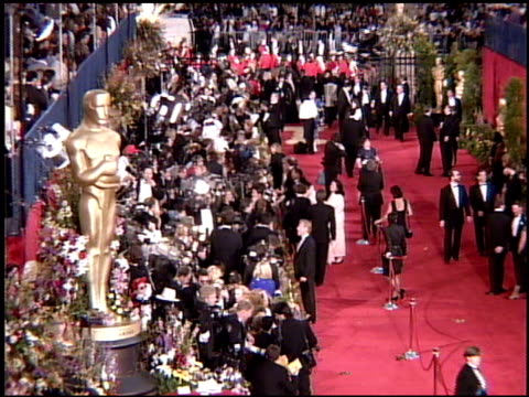 establishing at the 1995 academy awards arrivals at the shrine auditorium in los angeles, california on march 27, 1995. - shrine auditorium 個影片檔及 b 捲影像