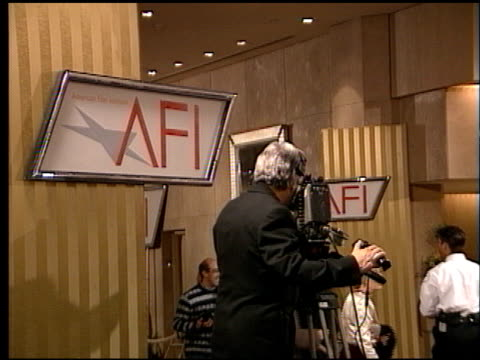 establishing at the afi awards honoring robert wise at the beverly hilton in beverly hills, california on february 19, 1998. - robert wise bildbanksvideor och videomaterial från bakom kulisserna