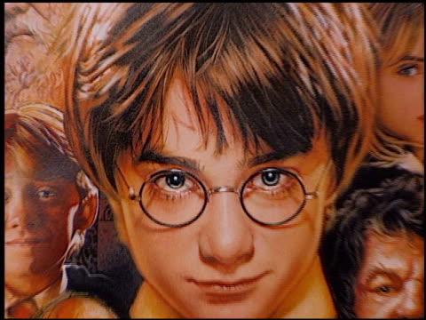 establishing at the 'harry potter' premiere on november 14, 2001. - harry potter titolo d'opera famosa video stock e b–roll