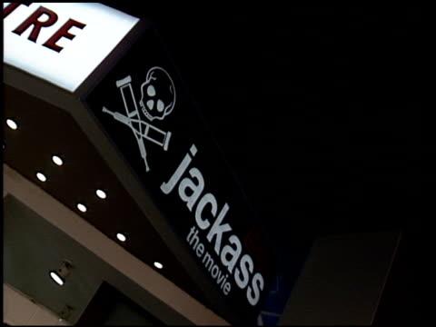 vídeos y material grabado en eventos de stock de establishing at the 'jackass the movie' premiere at the cinerama dome at arclight cinemas in hollywood california on october 21 2002 - arclight cinemas hollywood
