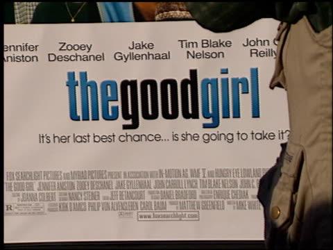 vídeos y material grabado en eventos de stock de establishing at the premiere of 'the good girl' at pacific design center in west hollywood california on august 7 2002 - pacific design center