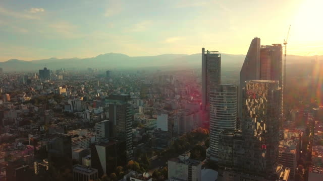 vídeos y material grabado en eventos de stock de establishing shot, modern skyscrapers in mexico city - reforma