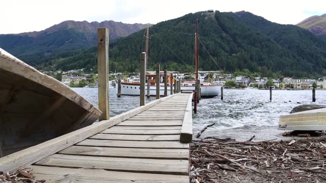 establishing shot of a harbour on lake wakatipu in queenstown - bay of water stock videos & royalty-free footage