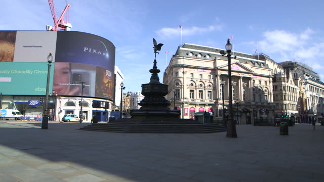 establishing shot of a nearly empty piccadilly circus during the covid19 pandemic in london england - fountain stock videos & royalty-free footage