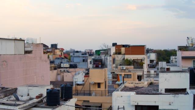 establishing shot of a skyline of a large metropolis city in urban india, national capital of new delhi. - feststecken stock-videos und b-roll-filmmaterial