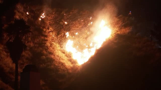 establishing shot of a wildfire burning on a hillside during the tick fire in santa clarita, california. - santa clarita stock videos & royalty-free footage