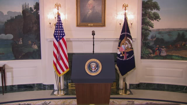 establishing shot of an empty podium in the diplomatic room of the white house. - lectern stock videos & royalty-free footage