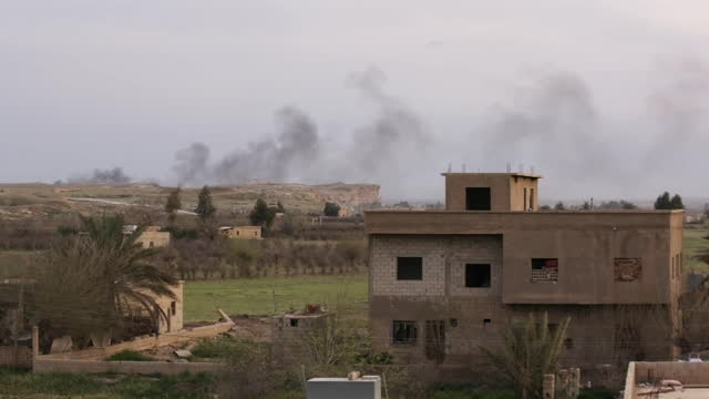 establishing shot of billowing smoke on the horizon in baghouz syria on march 22 2019 - (war or terrorism or election or government or illness or news event or speech or politics or politician or conflict or military or extreme weather or business or economy) and not usa stock videos & royalty-free footage
