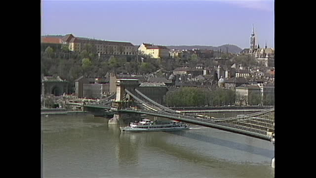 stockvideo's en b-roll-footage met establishing shot of budapest, hungary in the 1980s including the szžchenyi chain bridge. - chain bridge suspension bridge