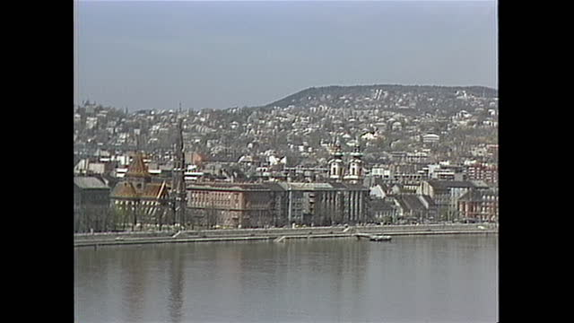 establishing shot of budapest hungary in the 1980s - river danube stock videos & royalty-free footage