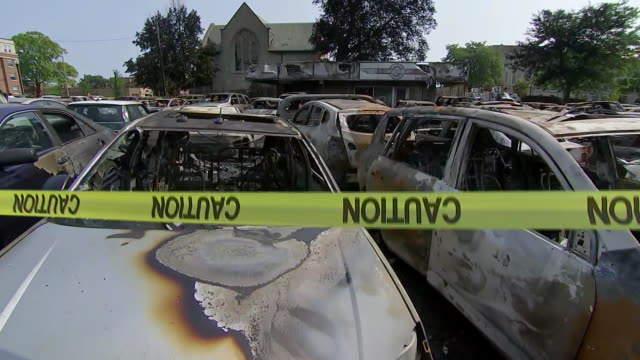 establishing shot of burnt out cars in the aftermath of violent protests following the shooting of jacob blake in kenosha, wisconsin. - human rights or social issues or immigration or employment and labor or protest or riot or lgbtqi rights or women's rights stock videos & royalty-free footage